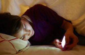 dormir-con-su-celular-no-es-bueno-para-la-salud_480_311